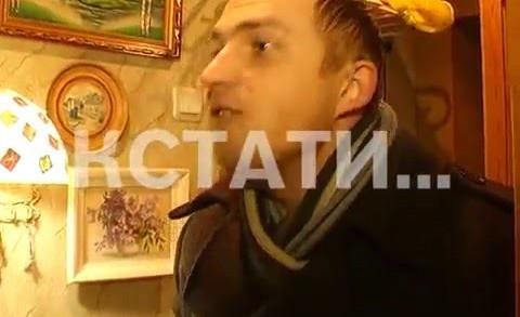 Поющие коммунальщики — в сормовском районе работники ДУКа с песнями приходят в дома жителей