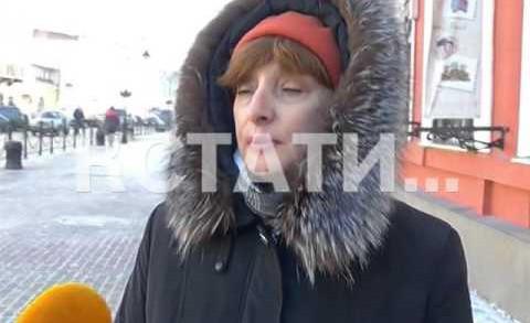 Варварская чистота — улицу Рождественскую чистят так, что летит брусчатка