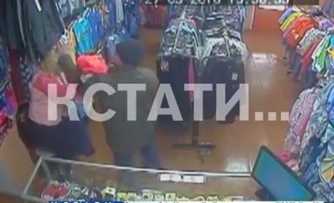 Жестокое ограбление — вооруженный грабитель напал на продавца
