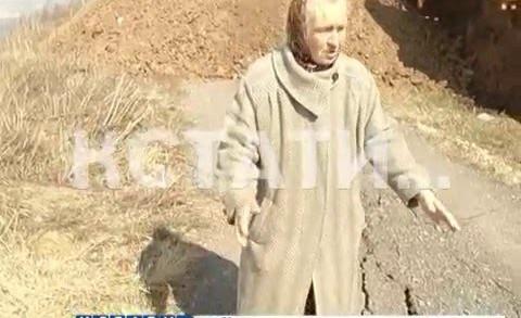 Полный провал — оползень отрезал часть поселка в Новинках от большой земли