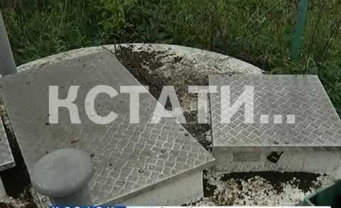 Пытаясь спасти сотрудника водоканала из канализационного колодца два человека погибли