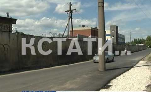 Две русские беды слились в один столб посреди дороги в Чкаловске