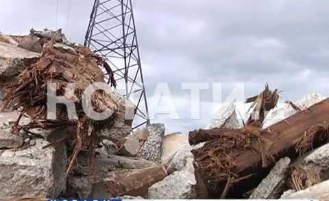 Шуваловское озеро уничтожается асфальтом и бетоном, демонтированными с Молитовского моста