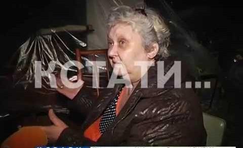 Выселенные жильцы разбили палатку и объявили голодовку у подъезда своего бывшего дома