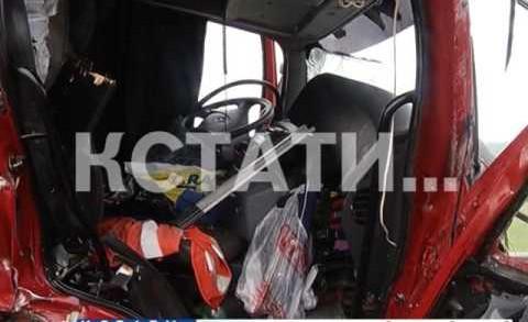 Две груженые фуры сошлись лоб в лоб в Кстовском районе
