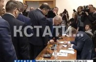 Глава нижегородской администрации прибыл в суд по обвинению в халатности