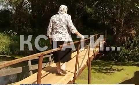 Мост из могильных надгробий, после возмущения жителей власти решили переделать