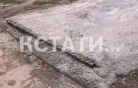 Кусок общего газона забетонировал житель Щербинок для личного автомобиля
