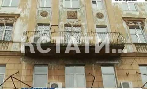 Атака с воздуха — городские балконы от старости начали падать на головы прохожим