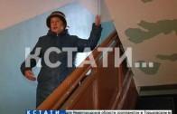 Снегопад из побелки обрушили на головы жителям коммунальщики в Советском районе