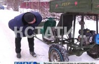 Нижегородцы собственными силами борются со снегом на нечищенных улицах