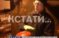 Обычный гараж в советском районе стал источником музыки, вгоняющей в транс