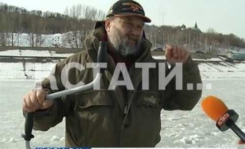 Ледяная грань между хобби и риском — тонкий весенний лед на Волге усеян рыбаками