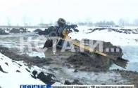 Смертельный экскаватор — тяжелая техника перевернулась при расчистке озера