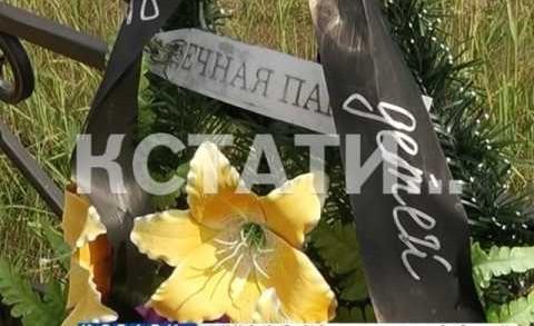 Вандалы устроили погром на кладбище в Сокольском районе.