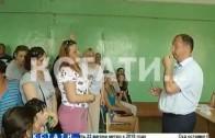 Родители учеников, желая сохранить школу, свергли директора