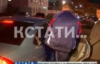 При задержании начальника отдела полиции, деньги вывались из-под штанов и носков