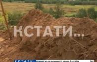 Раскопанная могила появилась напротив жилого дома