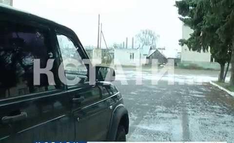 Машина главы сельской администрации врезалась в толпу людей