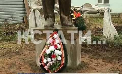 Памятник Ленину на канализации воздвигли коммунисты в Шахунье