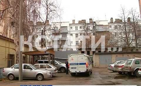 Вооруженный мужчина взял в заложники промышленного альпиниста, который проводил ремонт фасадов