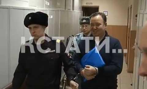 Подсудимый начальник тыла нижегородского ГУВД дал эксклюзивное интервью в наручниках