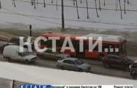 Трещина на Мызинском мосту парализовала движение во всем городе