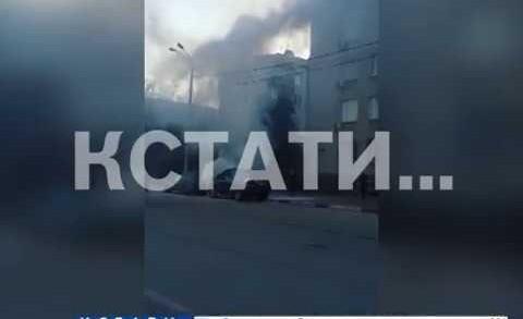 Машину нового главы Сормовского района сожгли прямо у здания администрации