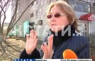 Сокрушительная сила рекламы — в Дзержинске женщину придавило упавшим рекламным щитом