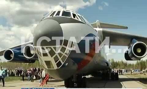 Парад самолетов в честь юбилея на заводе Сокол