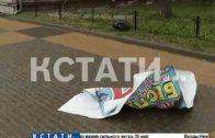 Сорванная крыша в Кремле, перевернутые автомобили и рухнувшие стены — последствия урагана в городе