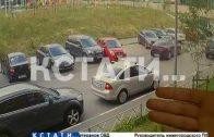 Безграничное вождение — выезжая с парковки авто-леди разбила все соседние автомобили