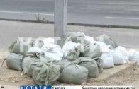Необычный способ укрепления рекламных конструкций вызвал возмущение у жителей Дзержинска