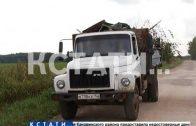 Водитель нелегального мусоровоза переехал охранника, пытавшегося его задержать