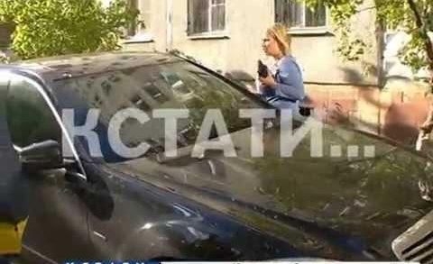 Коммунальный «стоп-хам» — ДУК борется с парковками на газонах