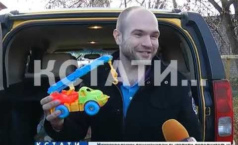 Подрядчики, уронившие кран на детский сад, подарили чудом не пострадавшим детям игрушечный автокран