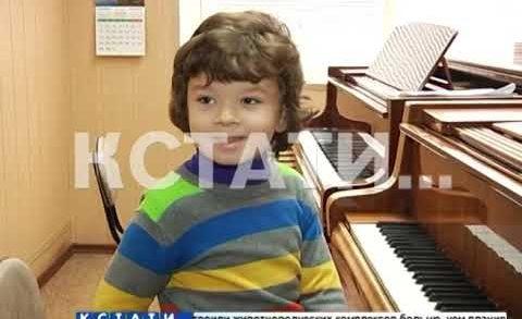 Юный вундеркинд в 6 лет исполняет произведения, которые под силу не всем взрослым музыкантам