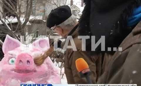Предновогодний креатив — свинское снежное творчество нижегородских скульпторов