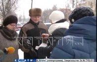 Горячим чаем от мороза спасают на нижегородских улицах