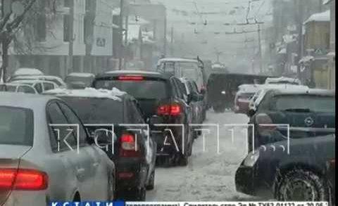 Коммунальщики освобождают город от последствий самого крупного снегопада зимы