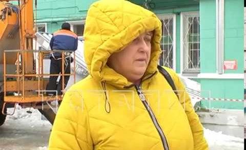 Город несчастий — в Дзержинске вторая женщина тяжело пострадала от упавшего льда