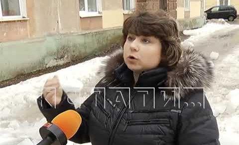 Нашего корреспондента едва не покалечила упавшая с крыши ледяная глыба