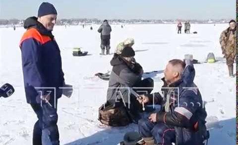 Сотрудники МЧС пытались спасти рыбаков от самих себя
