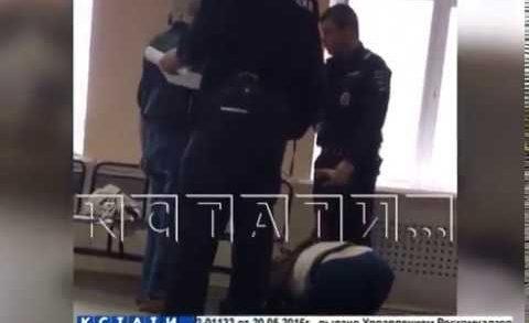 В отношении полицейского, мучившего задержанную, возбуждено уголовное дело