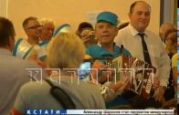Бабушки с частушками задали мэру музыкальный вопрос на встрече с жителями.