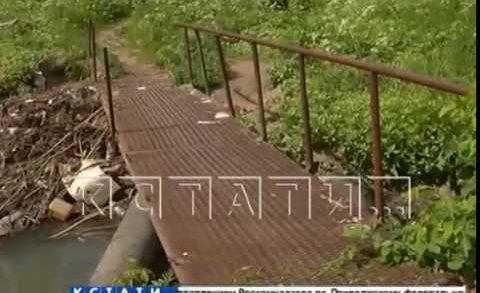 Мост, смытый из-за халатности коммунальщиков, восстановила администрация Советского района