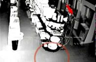 Привидение в супермаркете разбивает сантехнику под камерой видео-наблюдения