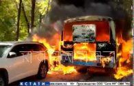 Катафалк, перевозивший усопшего, сгорел и сжег соседние машины