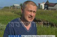 Новые оползневые трещины подбираются к домам в поселке Новинки