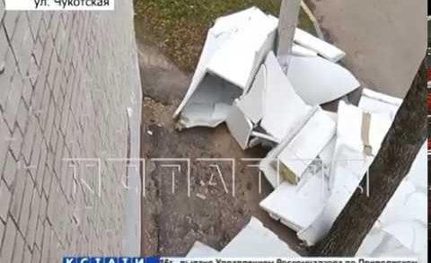 Десятки поваленных деревьев, сорванные крыши и разбитые машины — ураган в Нижнем Новгороде